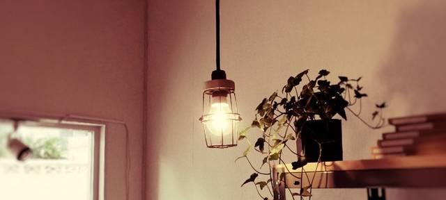 おうちカフェにぴったり! インダストリアルなランプシェードをDIY。