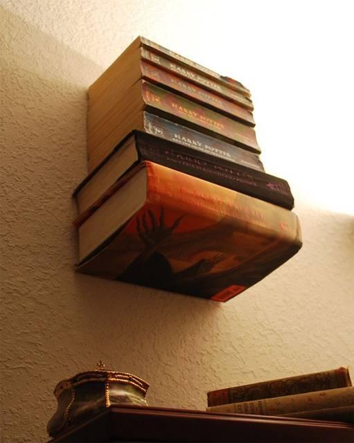 本が浮いている!?「見えない本棚」をDIY!