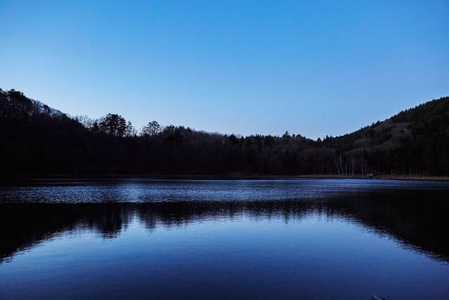 幻想的で豊かな自然が体感できる四尾連湖