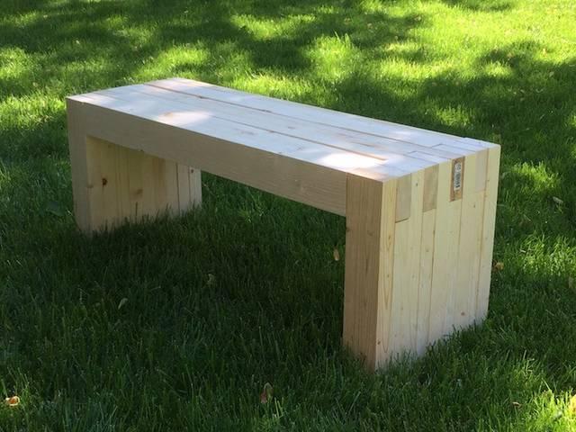 2×4材でベンチを作る!初心者にもオススメの簡単DIY