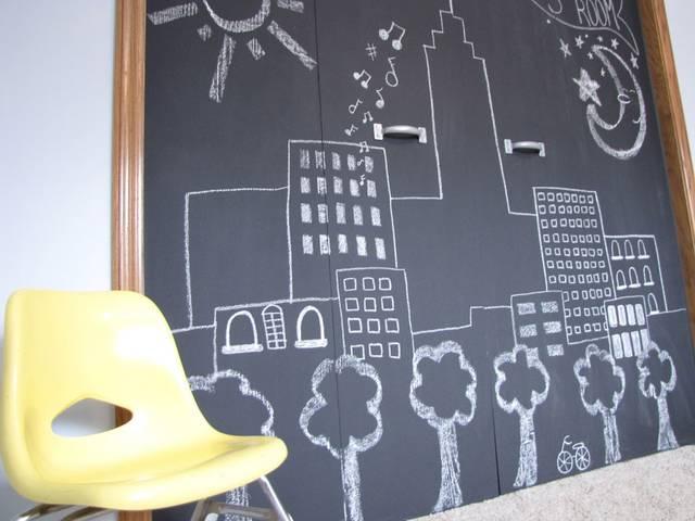子どもがいたらやりたい! 黒板塗料でおうちを楽しく