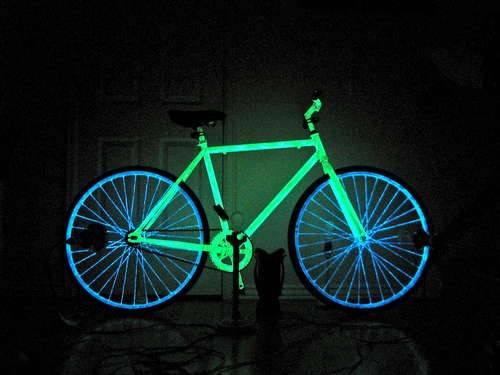 """暗闇で光る! """"ナイトバイク""""をDIY"""