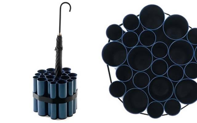 大小さまざまなパイプを組み合わせた傘立てをDIY