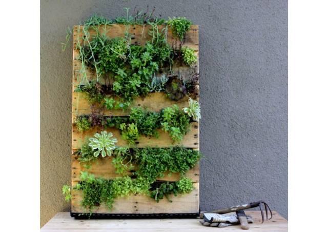 狭小ベランダでも植物と暮らす! パレットプランターをDIY