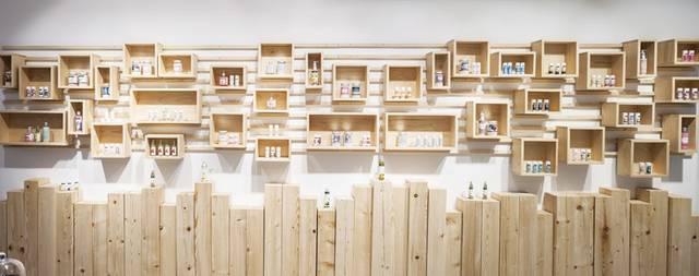 壁面収納なら増減も位置移動も自由自在!人気店舗のオシャレアイデア集
