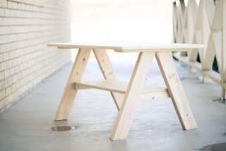2×4材とベニヤ板で収納付きミニテーブルをDIY!