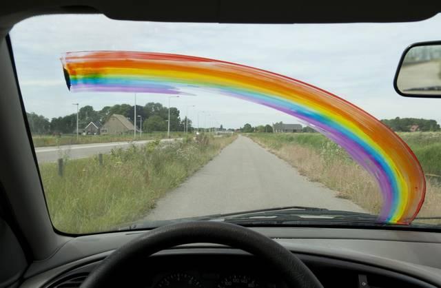 フロントガラスに虹を描く!