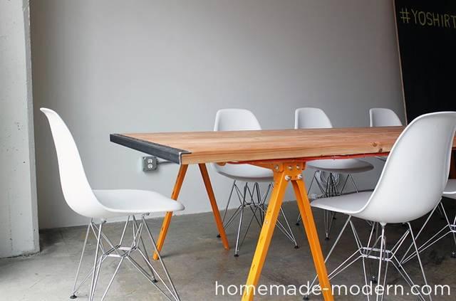 ちょっと大きめ♪会議もできるテーブルをDIY!