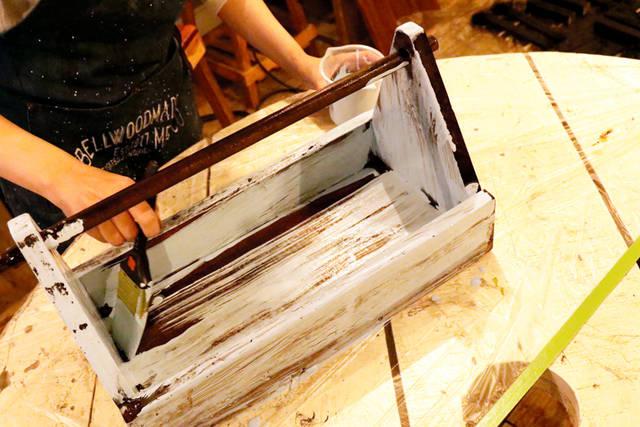 塗るだけでヴィンテージ風に! -下地塗料でDIYが変わる。リアル体験レポ Vol.3