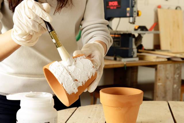 平凡な植木鉢を南仏風に!-下地塗料でDIYが変わる。リアル体験レポ Vol.2