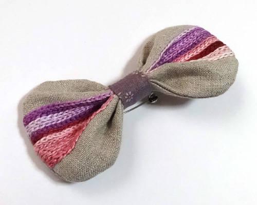 リボンの刺繍ブローチ