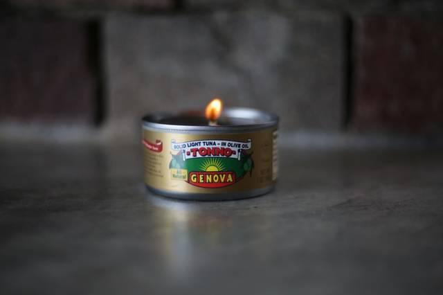 DIYers記事を参考に、ツナ缶の余ったオイルでオイルランプをDIY!!