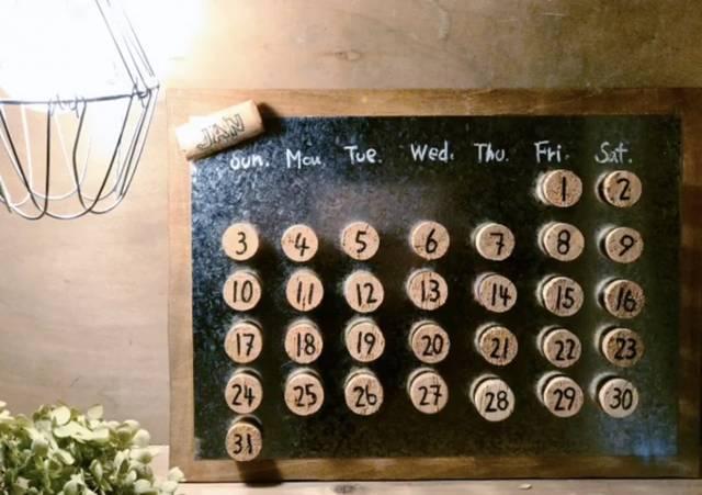 ブリキとコルクの万年カレンダー