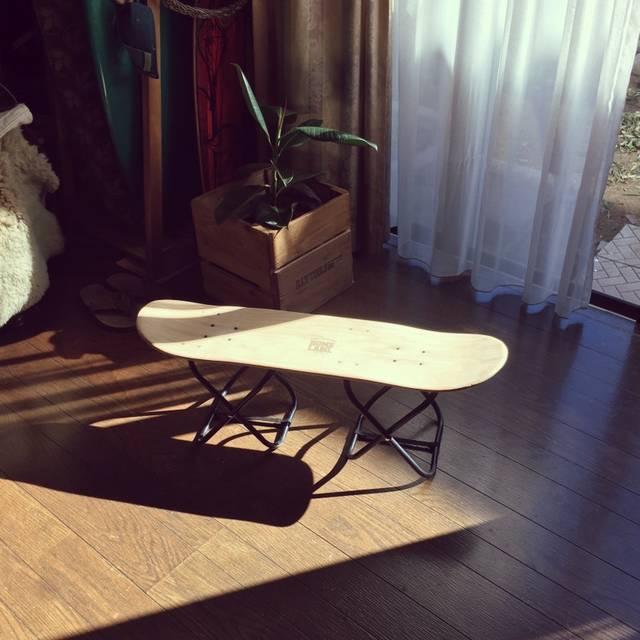 使わなくなったスケートボードを100均アイテムで折りたたみ式スツールを