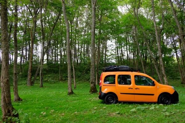 カングーをカスタムしてキャンプで車中泊