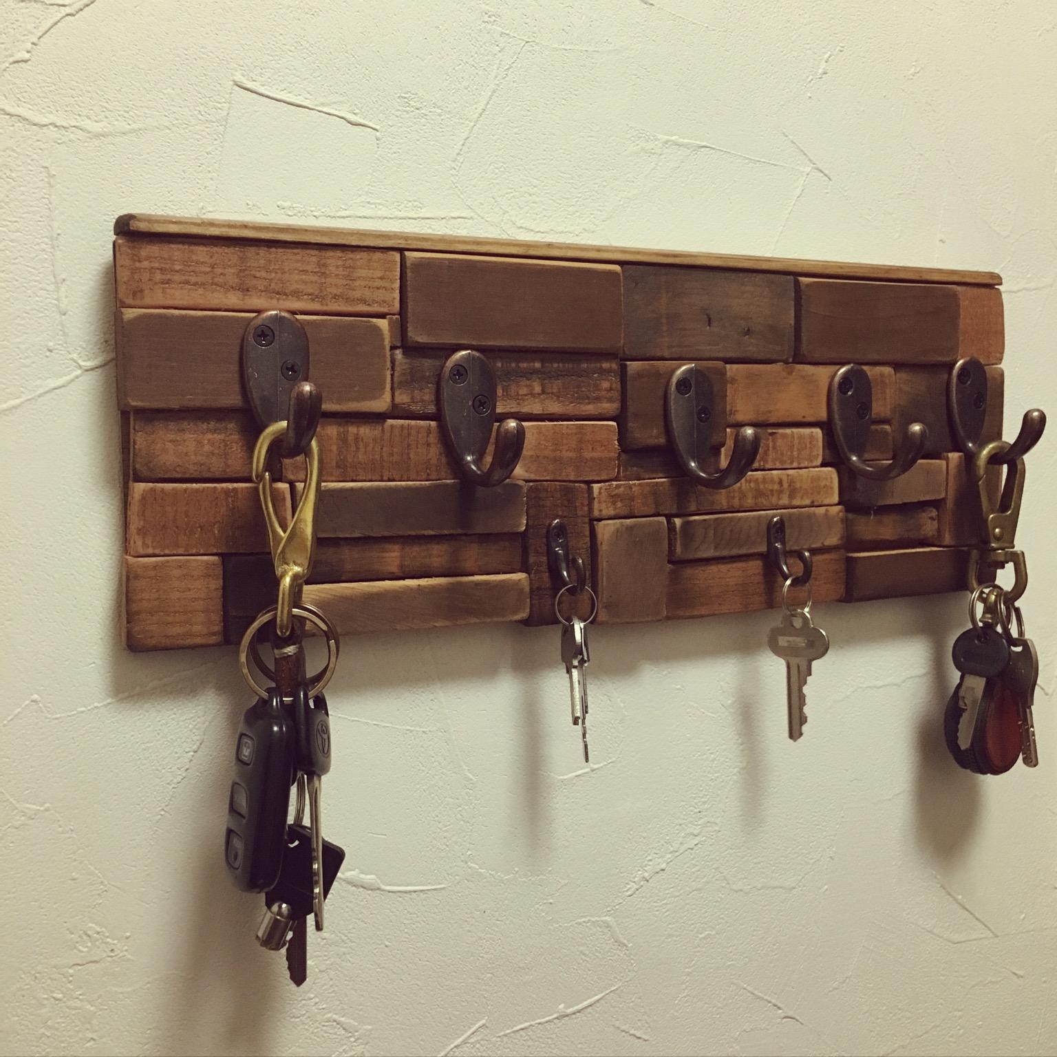 余った端材で鍵掛けを作成しました