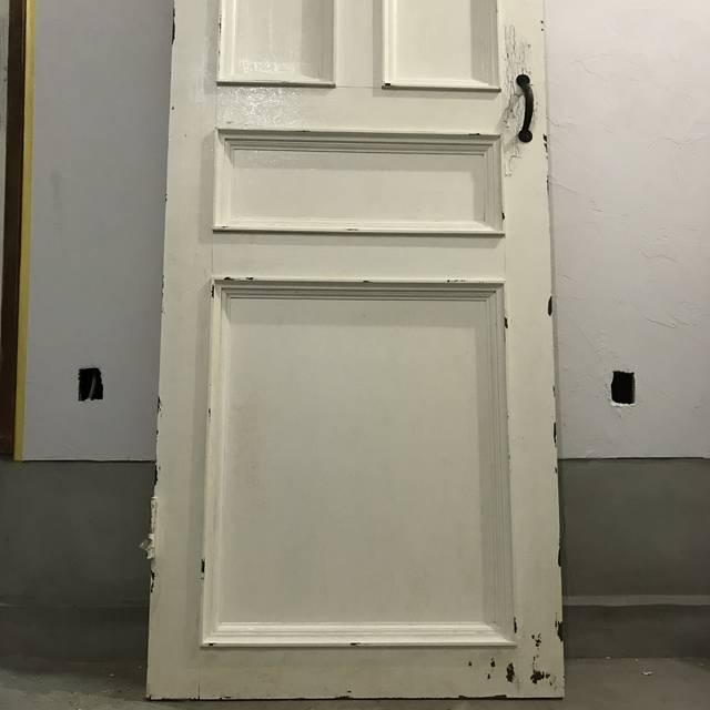 1×4とベニヤ板とモールディングでアンティーク風扉をDIY