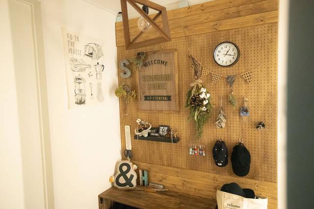 真似したい壁面DIYがずらり!ウッド×グリーンで魅せるインテリア