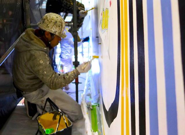 塗装職人とアーティストの魂が融合! 水性塗料による壁画が完成!