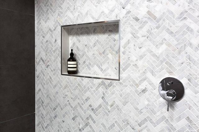 ヘリンボーン壁紙でイメチェン!クラシカルなお部屋を作る参考実例