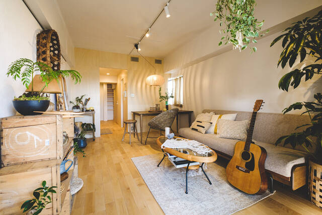 ナチュラルに、心地よく。素材と経年劣化を楽しむ部屋作りのコツとは?