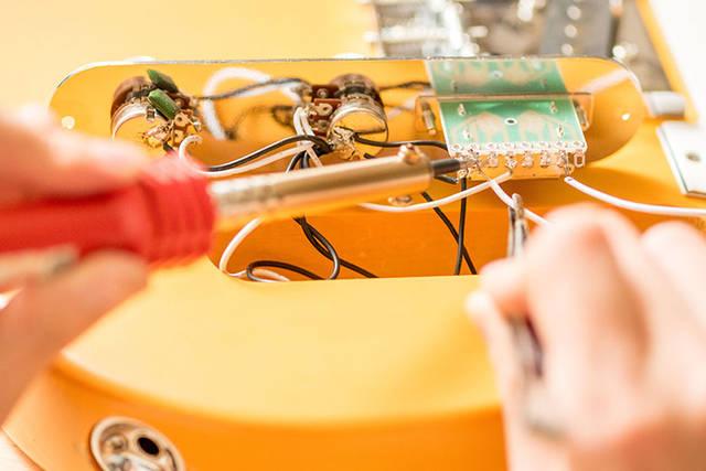 エレキギターを塗装して自作!ラッカースプレーでオリジナルデザインに!