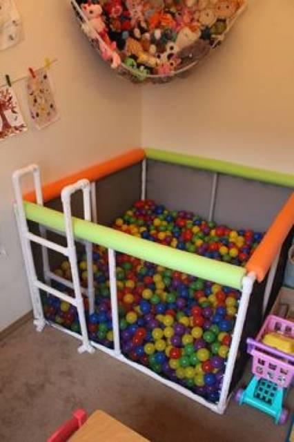 【塩ビパイプDIY実例集】パイプを塗装して棚やベッドを自作しよう!