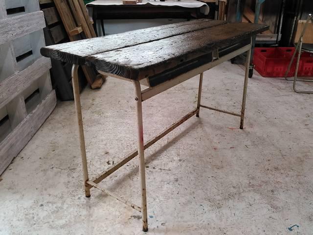 古い足場板とレアな学校机を使ったお洒落テーブル