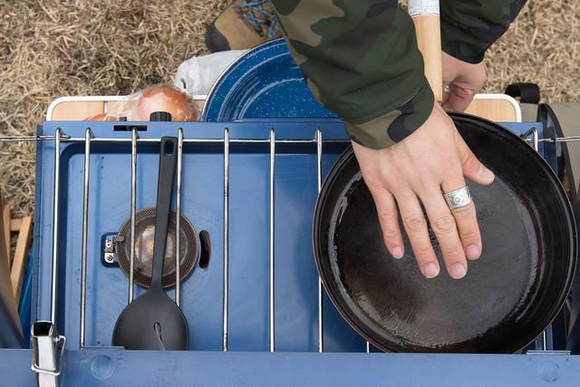キャンプを彩るジューシーハンバーグの作り方!