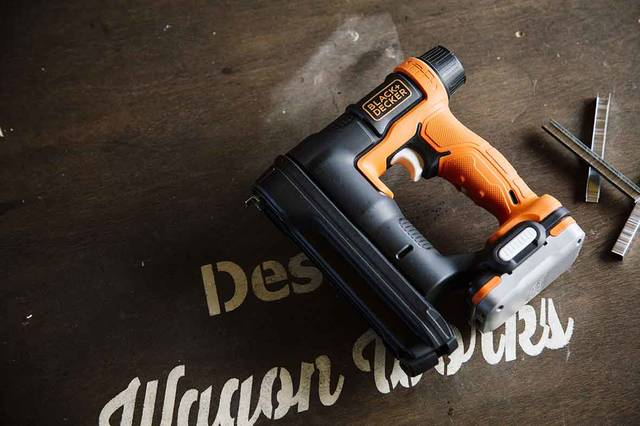 もはやインテリア級の秀逸デザイン!BLACK+DECKER新作工具で作る、モダン家具