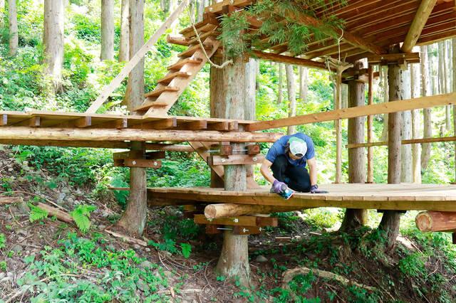 大人の秘密基地をDIY!森の中で楽しむツリーキャンプ【完成編】