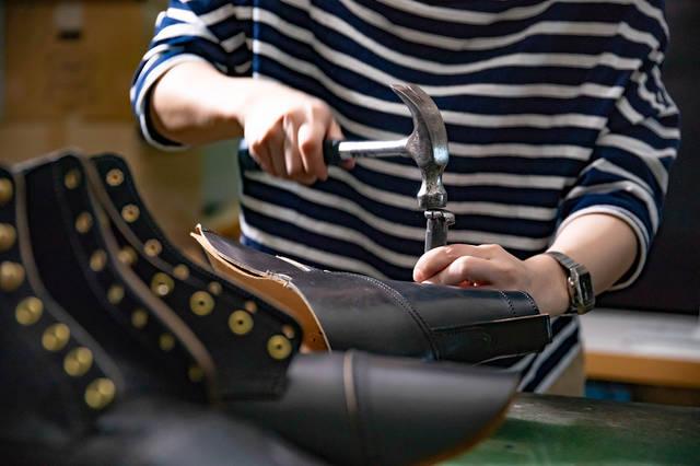 職人の声を聞く。一足入魂の靴作り/Rolling dub trio