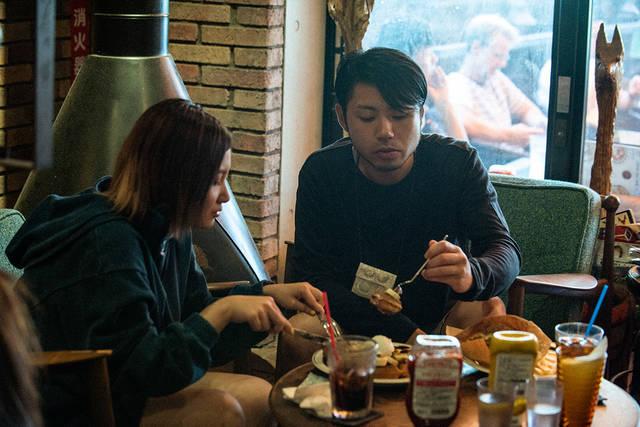 喫茶と甘味とよもやま話 〜Vol.04 佐藤千亜妃(きのこ帝国)と、ワンパクなスイーツで身も心もお腹いっぱい〜