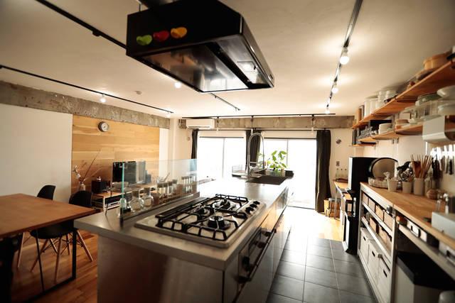 趣味が高じた2.7mのアイランドキッチンが部屋の主役!