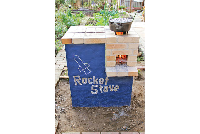 耐火レンガ&コンクリートで常設のロケットストーブを作る!