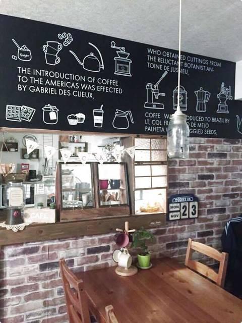 壁紙でつくる憧れのカフェ風空間!おしゃれなお部屋作りに役立つアイデア集