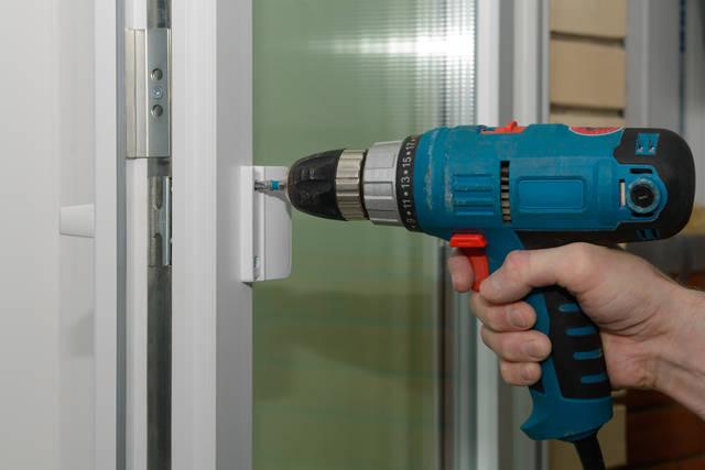劣化した浴室ドアの交換をDIYで出来る?費用の目安はどのくらい?