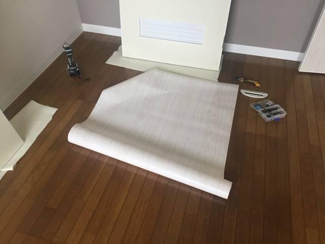 貼ってはがせる!室内ドアの壁紙張り替えにDIYで挑戦!