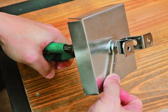 手回しで簡単焙煎!ボックス型ロースターをDIY!