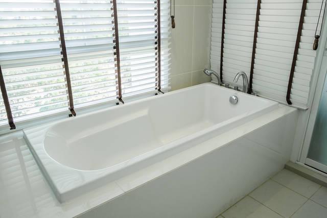 【お風呂窓の目隠し】内側・外側、みんなはどうしてる?