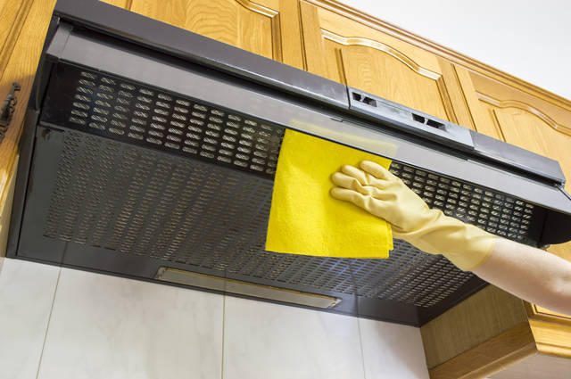 知って得する!キッチン換気扇の交換時期の目安は?換気扇Q&A