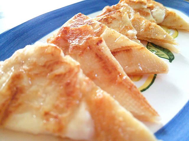 カマンベールチーズ簡単レシピ! ワインにも合う、華やかパーティーアレンジ4選