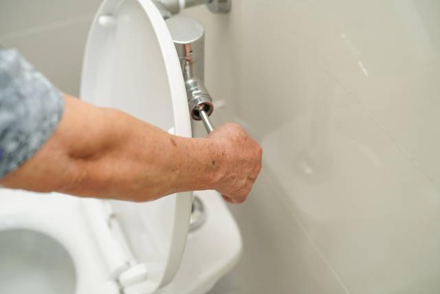 トイレレバーの交換や修理は自分でできる?レバーの交換方法と目安の費用