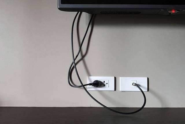 憧れの壁掛けテレビ!工事費用の目安と最適な高さを解説