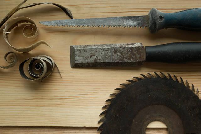 工具のサビ・汚れ取りには熱した酢が効果的!工具の簡単メンテナンス方法を解説