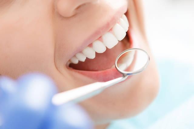 憧れの白い歯へ!重曹を歯磨き粉の代わりに使うDIYホワイトニングのススメ
