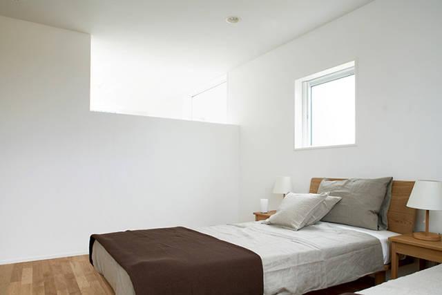 切り取る景色がインテリア。たっぷりの自然光で優しく照らす『窓の家』。