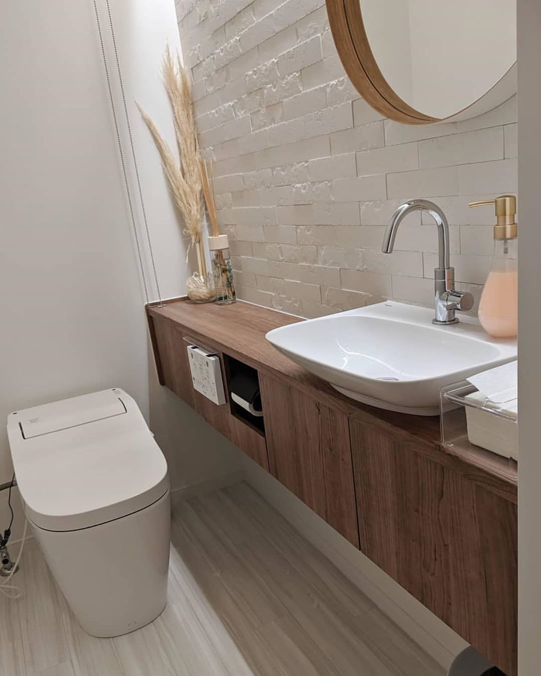 トイレリフォームでオシャレに デザインのポイントと真似したい事例 Diyer S リノベと暮らしとdiy