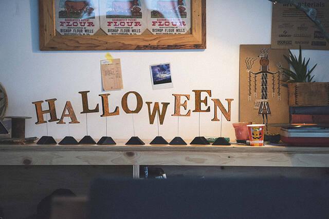 今年のハロウィンは塗って・割る!ムード抜群の本格派飾りをかんたんDIY