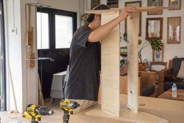 材料費3000円以下で家具作り!飾って片付くディスプレイラックをDIY!